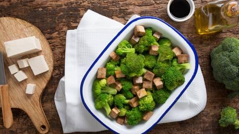 Receita Bio | Bowl de Brócolos com Tofu Marinado Bio no Wok