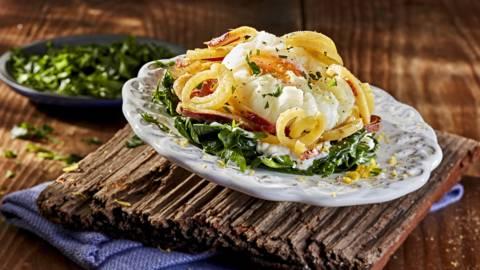 Receita Vegetariana - Ninhos de Batata Doce em Cama de Espinafres