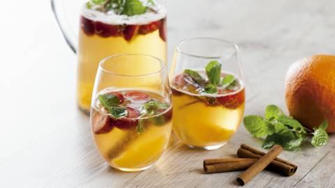 Receita Vegetariana - Sangria de Espumante com Morangos