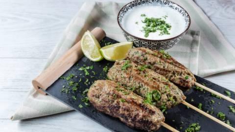 Receita Kebabs de Vaca com Molho de Iogurte | Cooking Classes