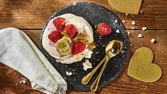 Receita Vegetariana - Mini Pavlova com Morangos, Banana e Maracujá