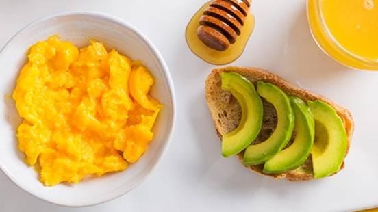 Receita Vegetariana - Ovos e Abacate (pré-treino)