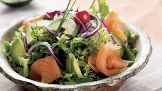 Receita Sem Glúten - Salada de Abacate com Salmão Fumado
