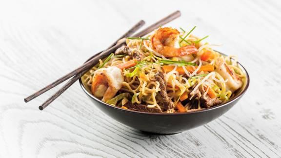 Massa chinesa com novilho e camarão