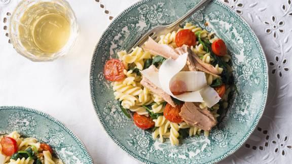 Receita Low Carb - Fusilli com Atum, Tomate e Espinafres