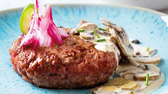Hambúrguer com Molho de Cogumelos e Arroz de Espinafres