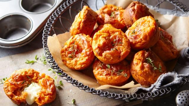 Muffins de tomate com queijo mozarela