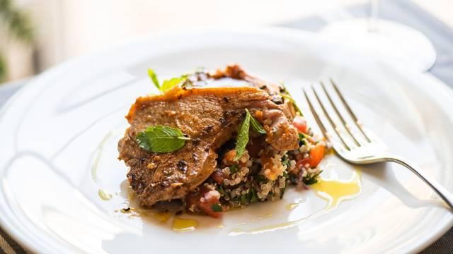 Receita Low Carb - Costeletas de Borrego com Quinoa e Ervas