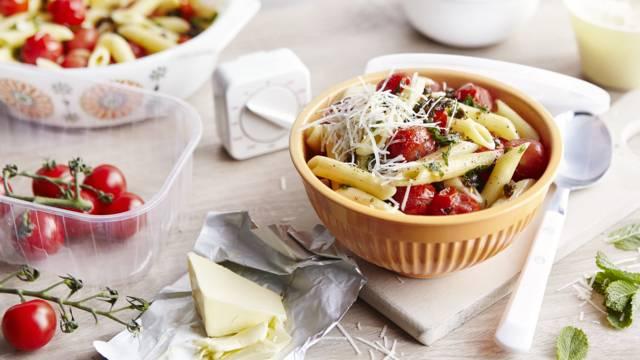 Receita Vegetariana - Massa com Manteiga de Alcaparras e Hortelã e Tomate Cereja