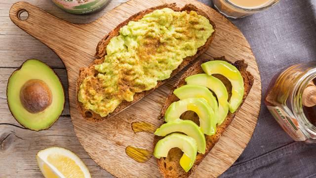 Receita Vegetariana - Pão Torrado com Abacate, Mel e Canela