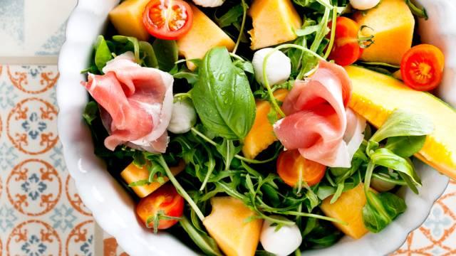 Salada de Meloa com Presunto, Rúcula e Canónigos