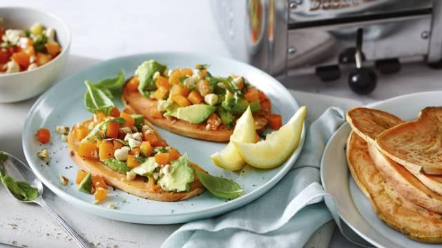 Receita Vegan - Tosta de Batata Doce com Molho de Abacate e Pimento