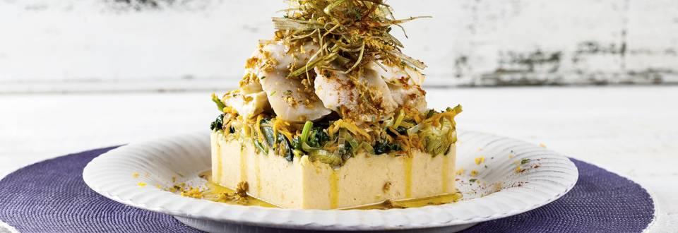 Bacalhau lascado com legumes e puré de grão