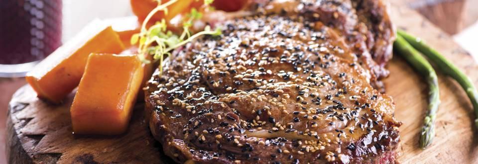 Bife da vazia com sementes de sésamo e abóbora