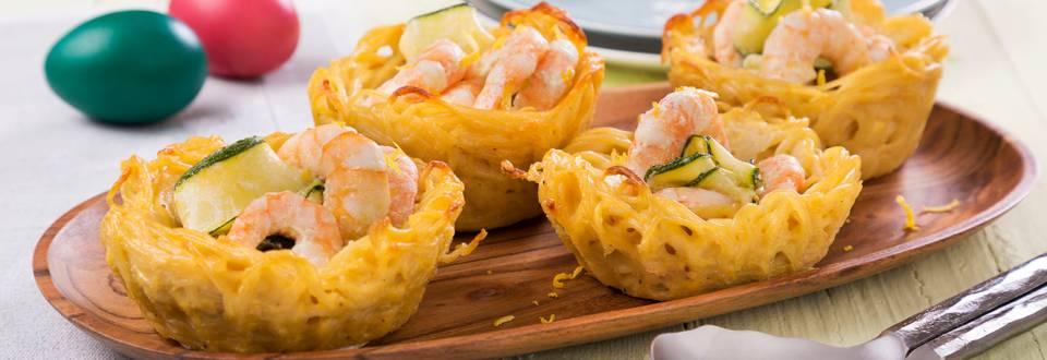 Ninhos de esparguete com curgete e camarão
