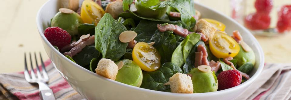Salada de Espinafres com Abacate e Bacon