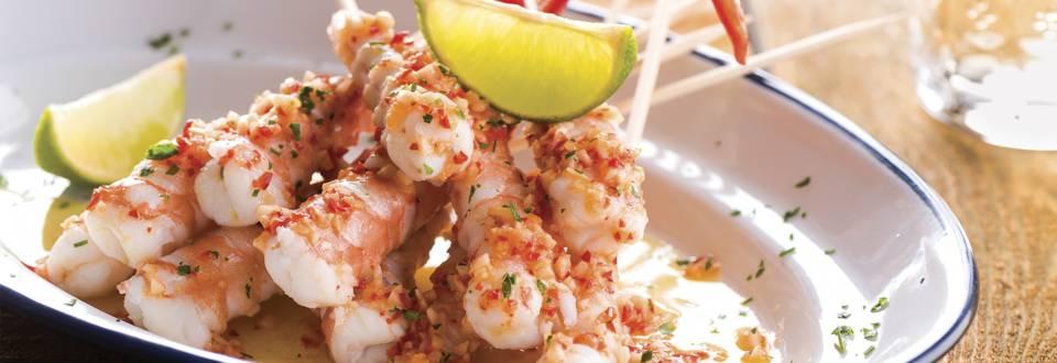 Espetadas de camarão com especiarias