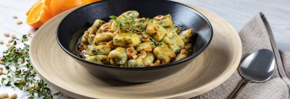 Receita Gnochis de Espinafres com Molho de Laranja e Pinhões | Cooking Classes