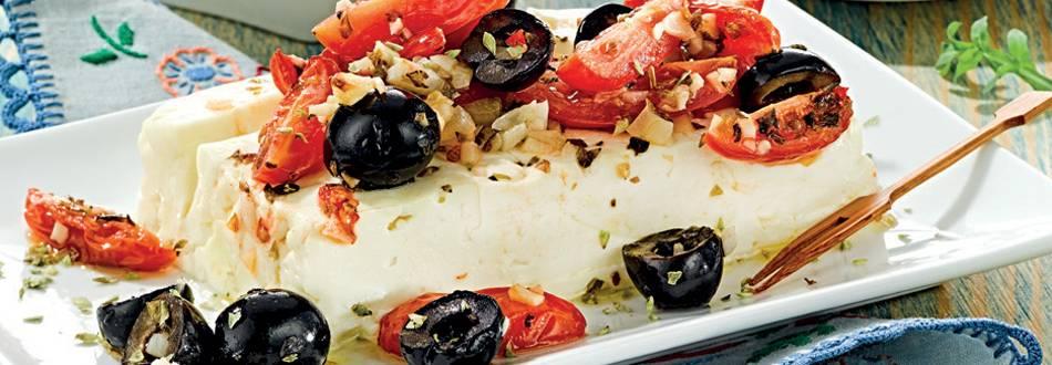Queijo feta no forno com tomate e ervas