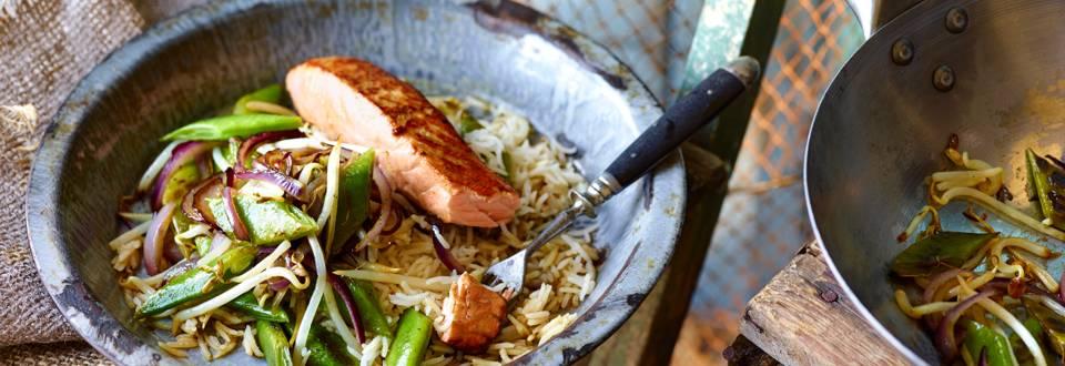 Salmão marinado com feijão-verde e rebentos de soja